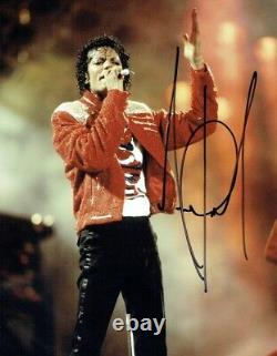 MICHAEL JACKSON Signed Colour photo of Jackson on stage
