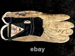 Reggie Jackson 1977 NY Yankees Signed Game Used Official Team Batting Glove